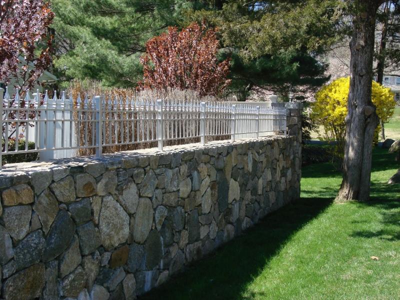 fieldstone-wall-with-gal-fenceingtone