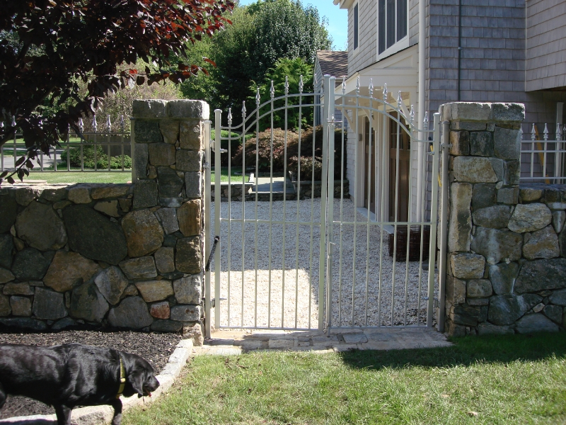 pillar-with-metal-railing